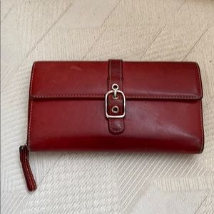 Coach wallet beautiful and has many compartments.